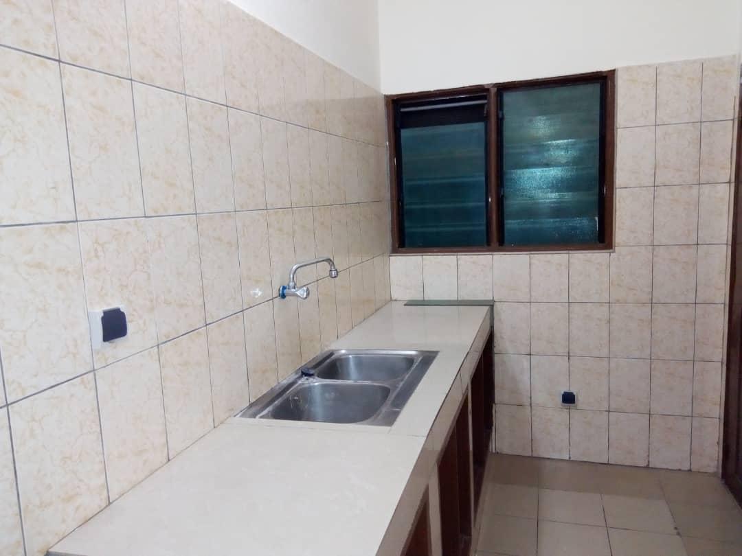 Appartement à louer , cacaveli                         (Derrier la Station d'essence SOMAYEF)                     , Lome : 90 000 FCFA/mois
