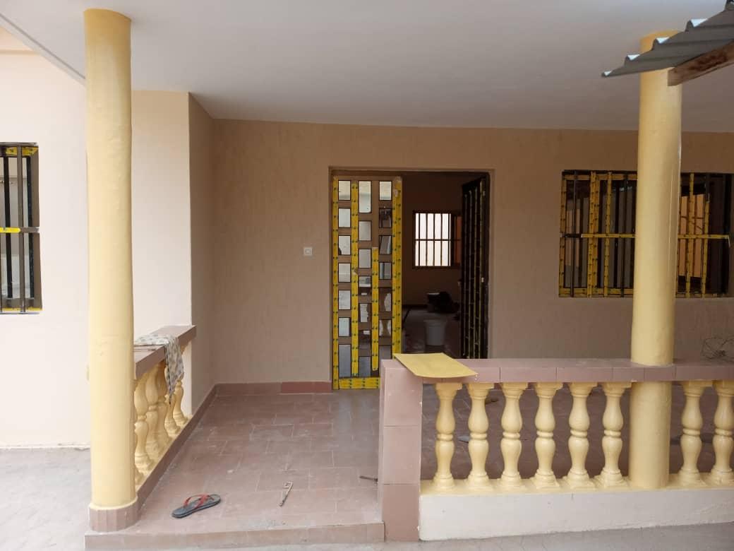 Villa à louer , agoe camp                         (Près de CCL à 80m du goudron)                     , Lome : 300 000 FCFA/mois