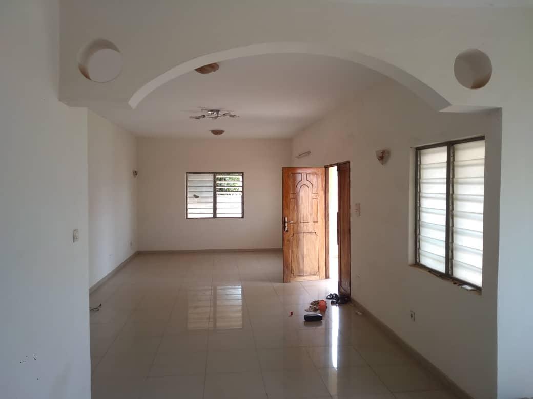 Villa à louer , agoe demakpoe                          (Au bord du boulevard de la CEDEAO)                     , Lome : 320 000 FCFA/mois