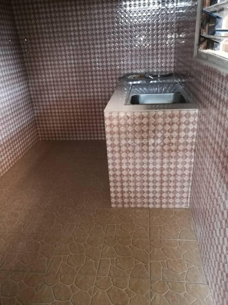 Villa à louer , agoe legbassito                         (non loin des soeurs, a 450 m du goudron)                     , Lome : 70 000 FCFA/mois