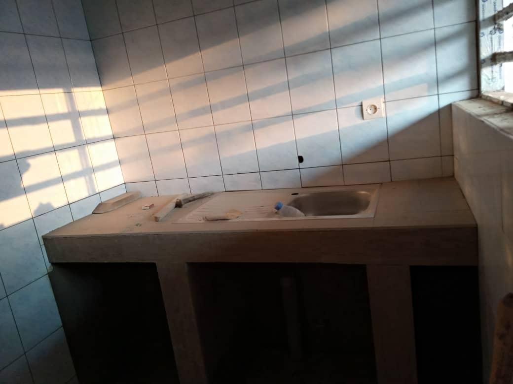 Chambre salon à louer , agoe kossigan                         (Non loin du CEG)                     , Lome : 40 000 FCFA/mois