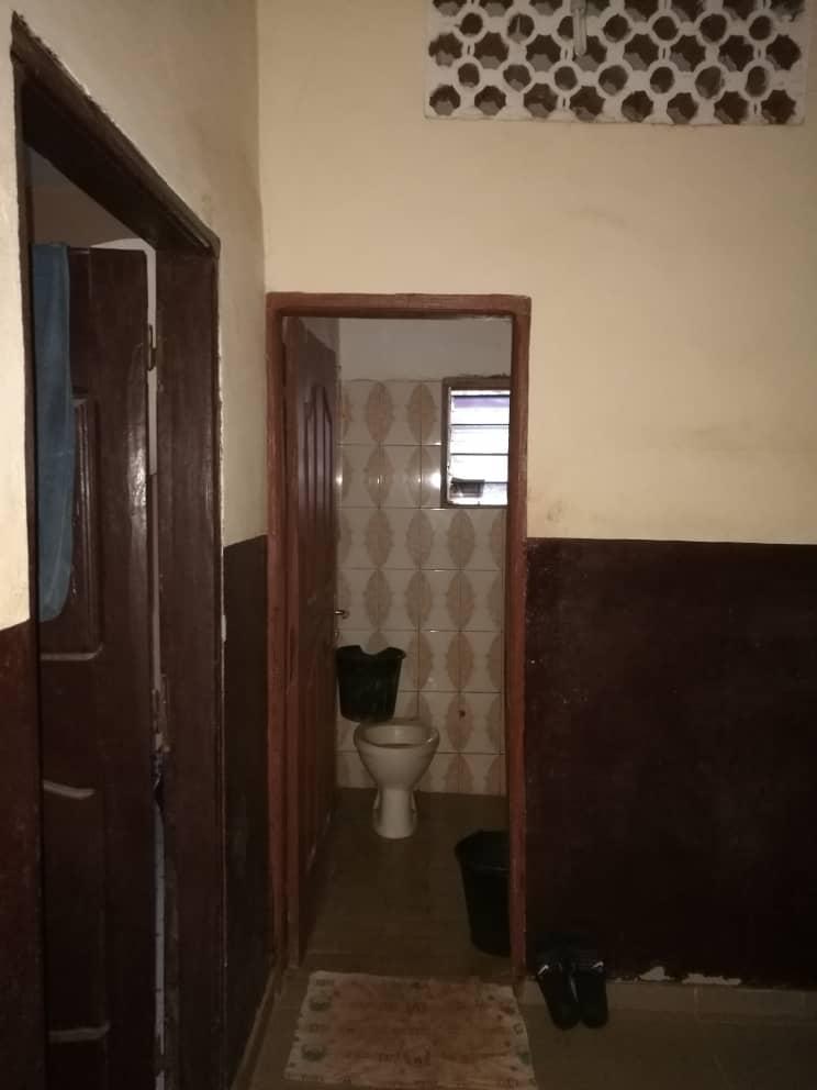 Villa à vendre , agoe                         (Légbassito,a 500m du goudron avant le Colonel Bali)                     , Lome : 32 000  000 FCFA