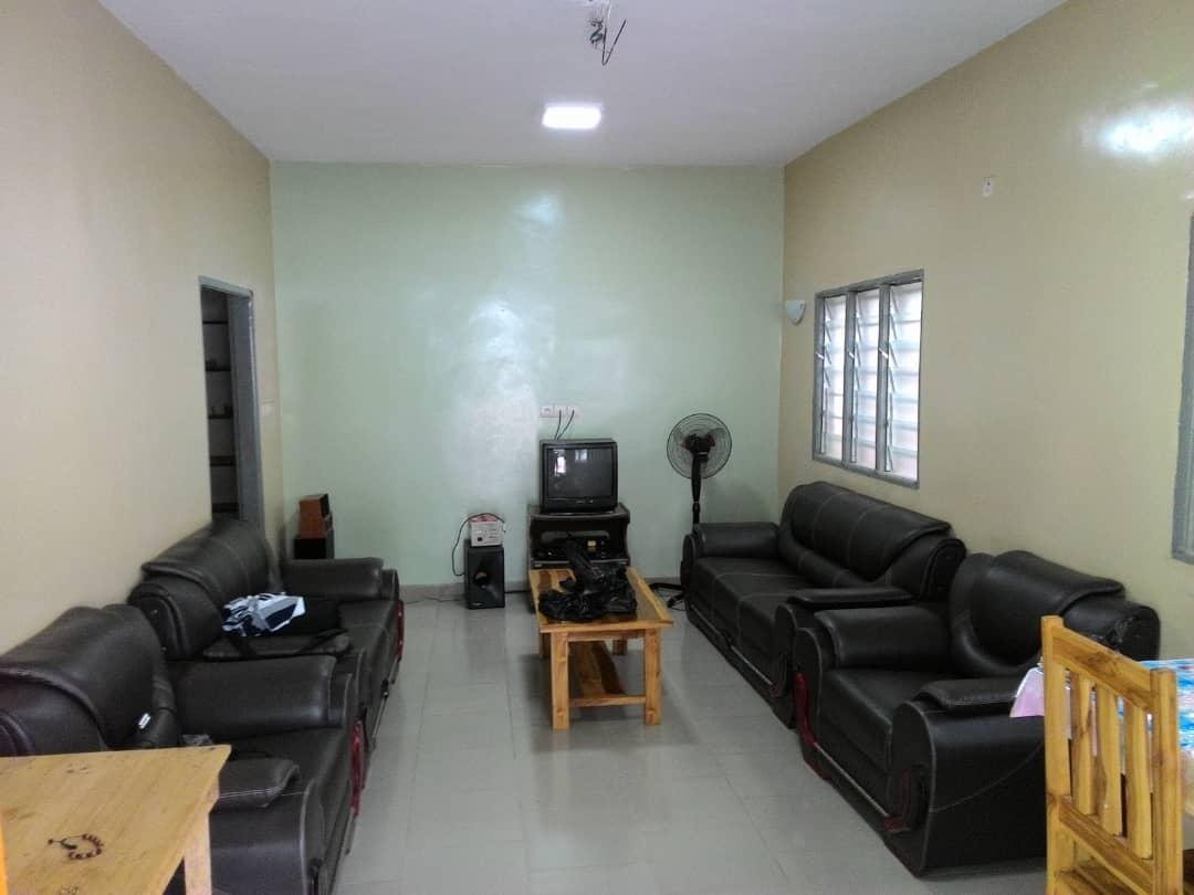 Villa à louer , agoe                         (LEGBASSITO MARCHÉ  300m du goudron)                     , Lome : 80 000 FCFA/mois