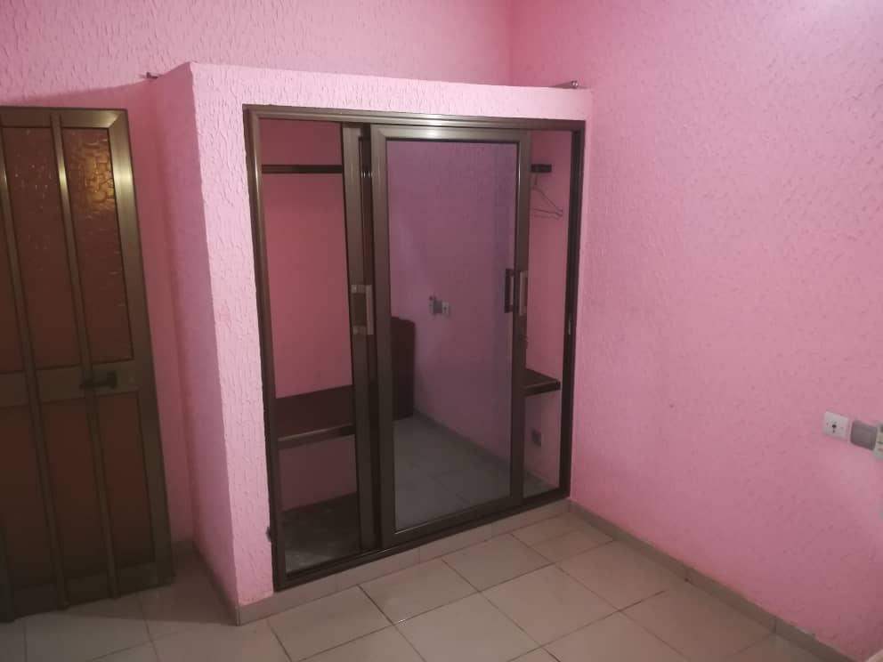 Chambre salon à louer , agoe                         (Carrefour COOLCATCHĒ)                     , Lome : 60 000 FCFA/mois