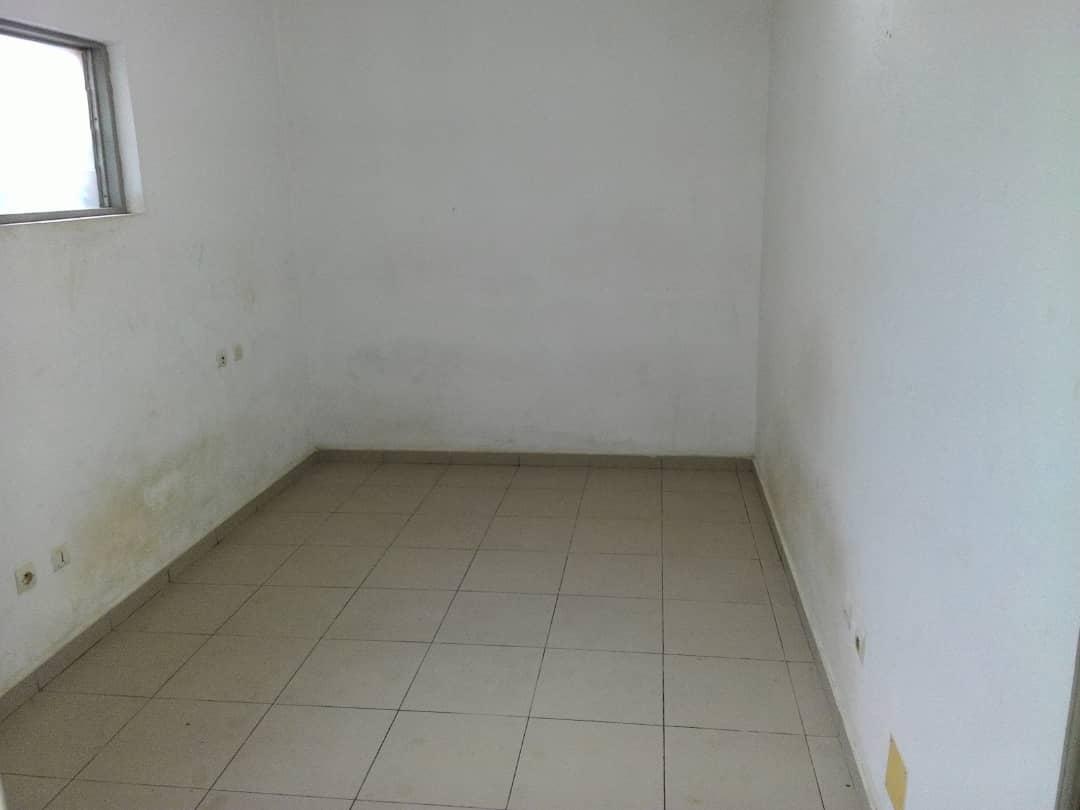 Appartement à louer , adidoadin                         (JESS COIFFURE à 100m du pavé)                     , Lome : 150 000 FCFA/mois
