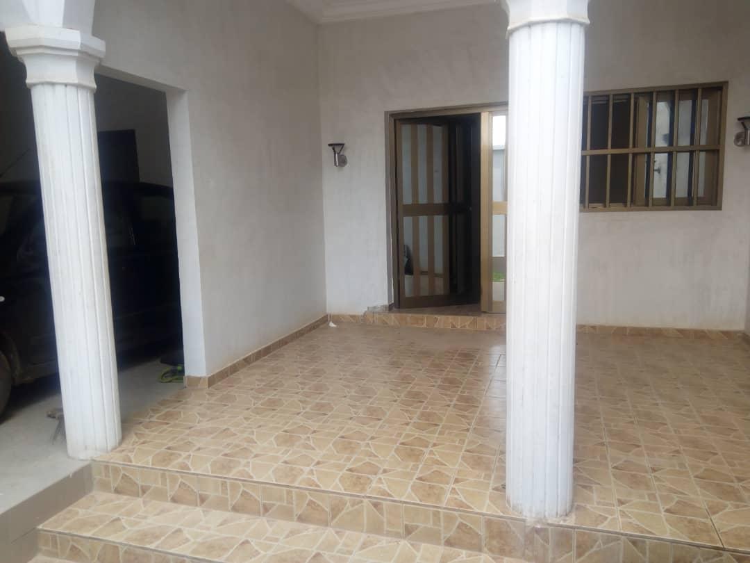 Villa à louer , amadahome                         (Non loin de la grande voie)                     , Lome : 150 000 FCFA/mois