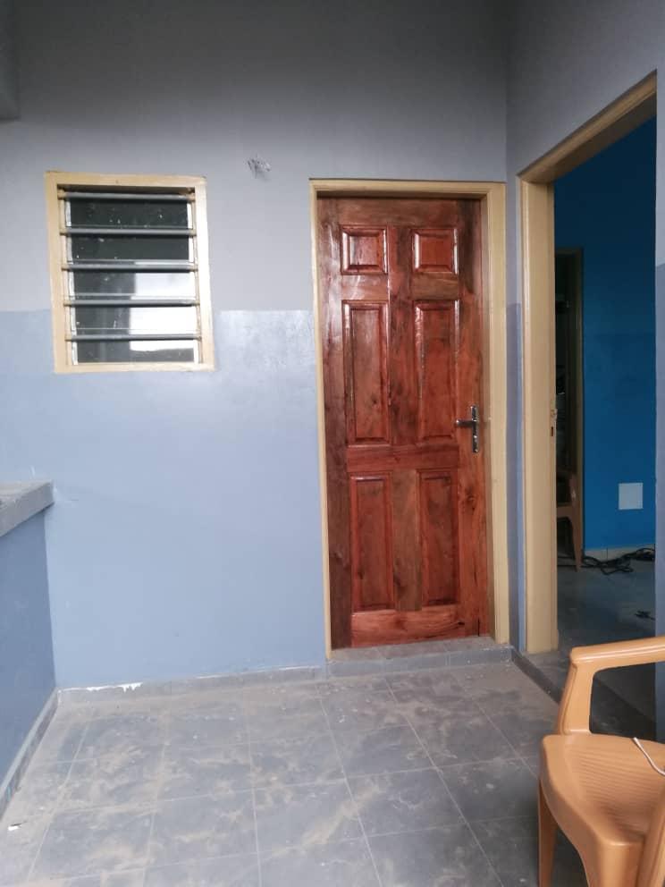 Chambre salon à louer , agoe                          (Legbassito à 500m du goudron, derriere les soeurs)                     , Lome : 35 000 FCFA/mois