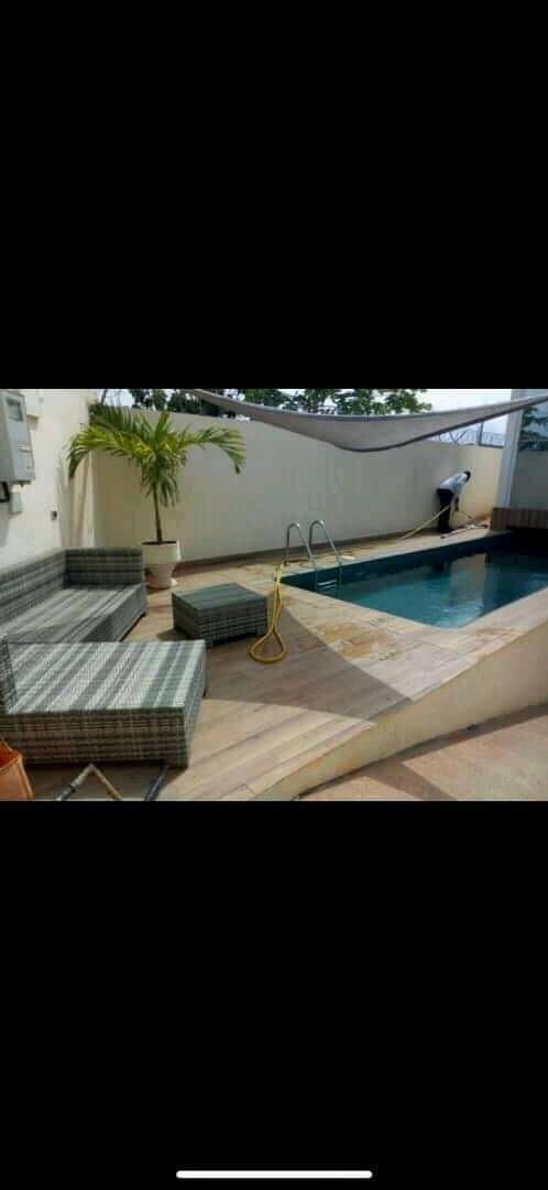 Villa meublée à louer , agoe                         (à 200 m du marché de légbassito)                     , Lome : 1 200  000 FCFA/mois