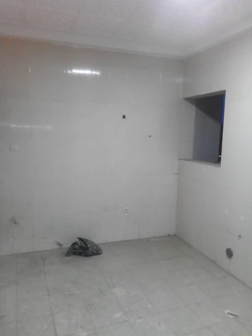 Bureau à louer , nukafu                          (A Proximité du goudron)                     , Lome : 800 000 FCFA/mois