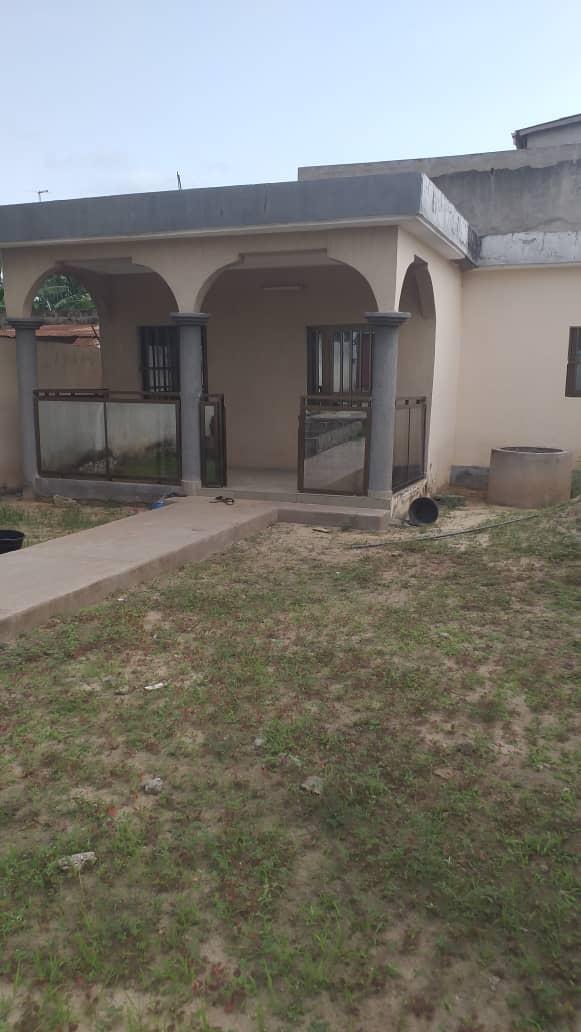 Villa à vendre , agoe camp fir                         (à 500 mètres du goudron de contournement)                     , Lome : 20 000  000 FCFA