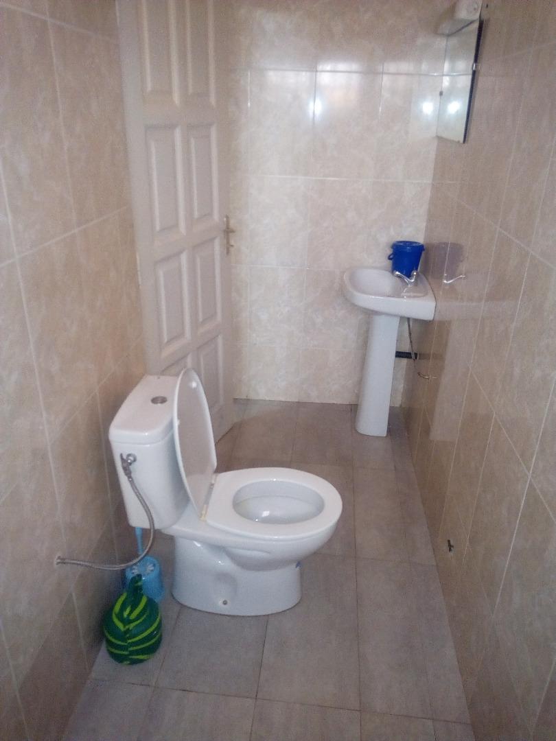 Appartement meublé à louer , agoe                         (Non loin du lycée)                     , Lome : 300 000 FCFA/mois