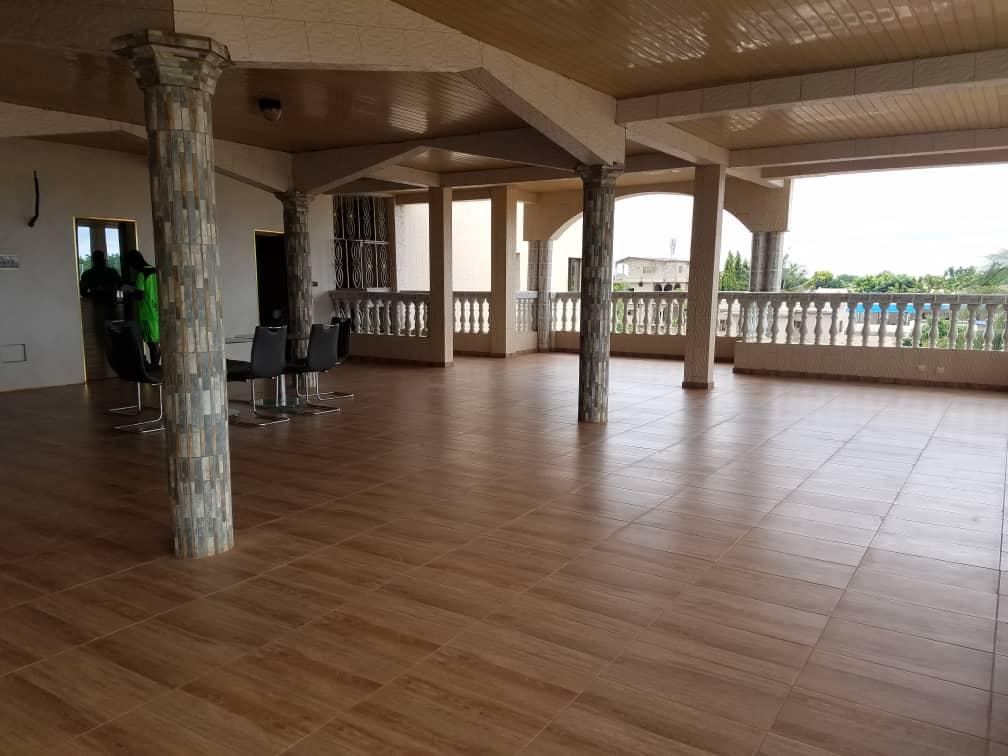 N° 4864 :                             Villa meublée à louer , Agoe, Lome, Togo : 4 000  000 XOF/mois