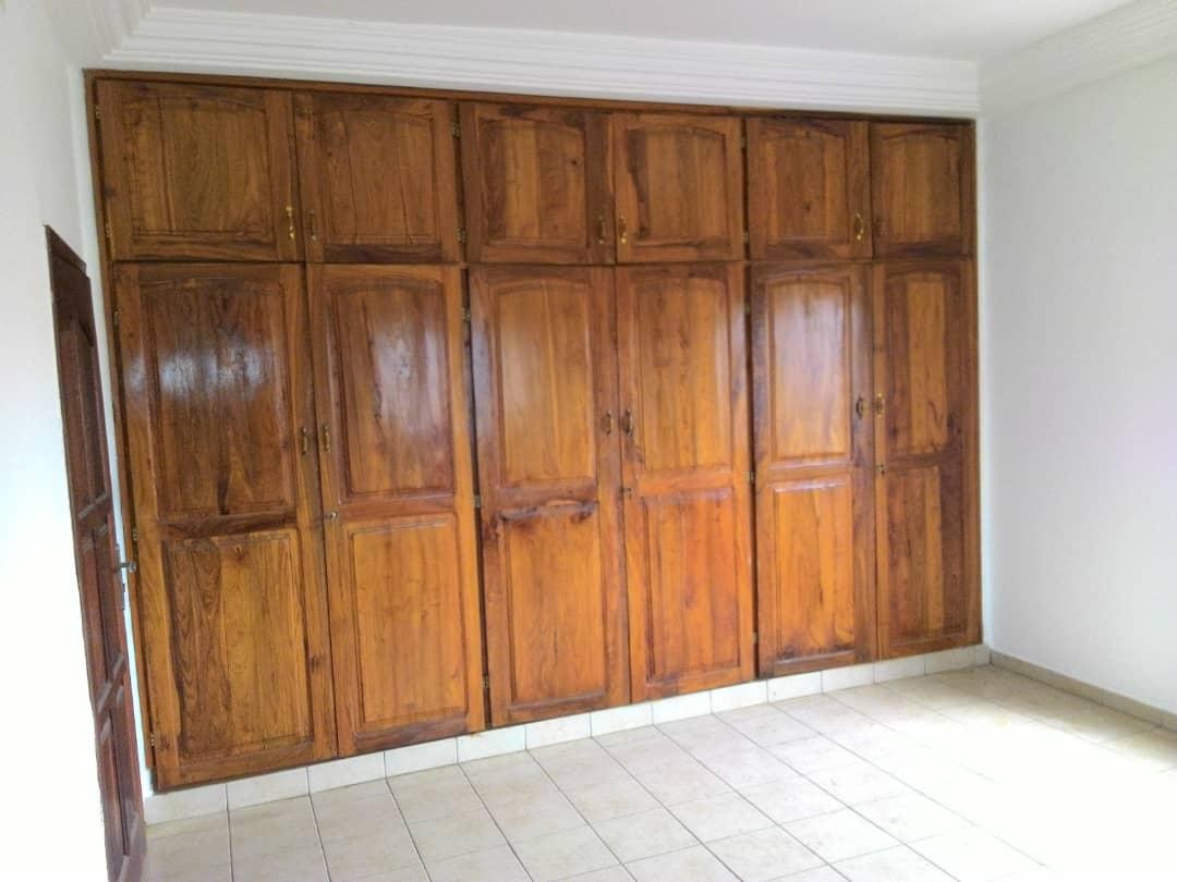 Appartement à louer , adidogome                         (FRANCISCAIN au proximité du goudron)                     , Lome : 200 000 FCFA/mois
