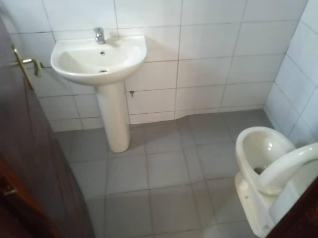 Appartement meublé à louer ,  agoe                         (TELESSOU Non loin de la station petroleum)                     , Lome : 250 000 FCFA/mois