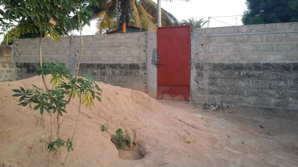 Terrain à vendre , zanguera                         (A 2 minutes de la maison de William Tété)                     , Lome : 8 000  000 FCFA