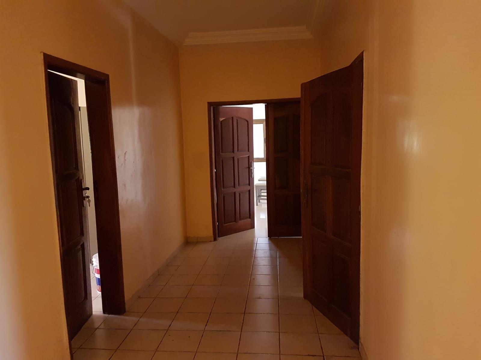 Appartement meublé à louer , adidogome                         (Au bord du goudron non loin de Champion)                     , Lome : 400 000 FCFA/mois