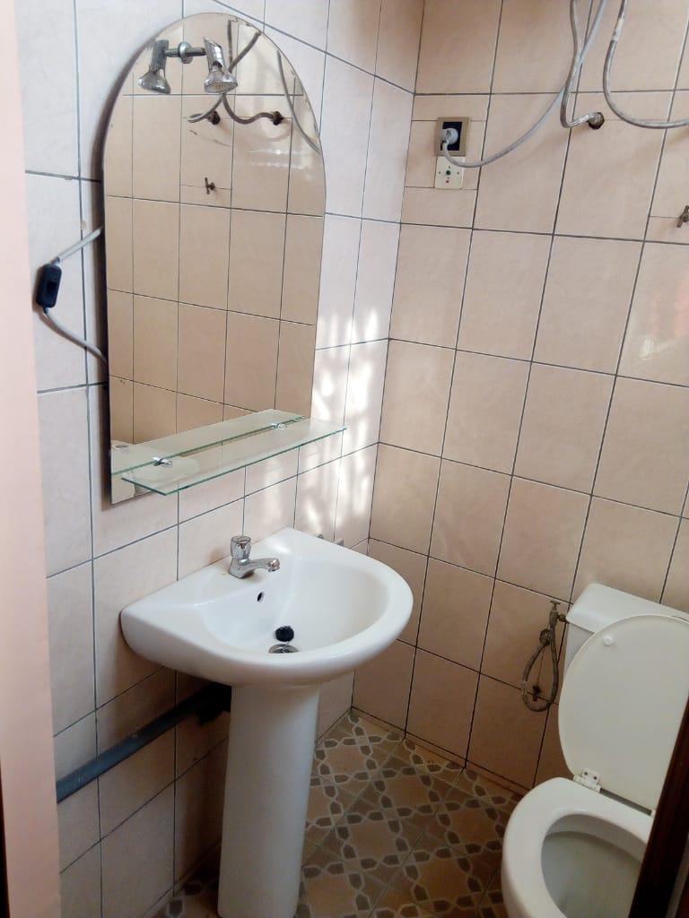 Appartement meublé à louer , ave maria                          (A 150 METRES DU GOUDRON)                     , Lome : 350 000 FCFA/mois