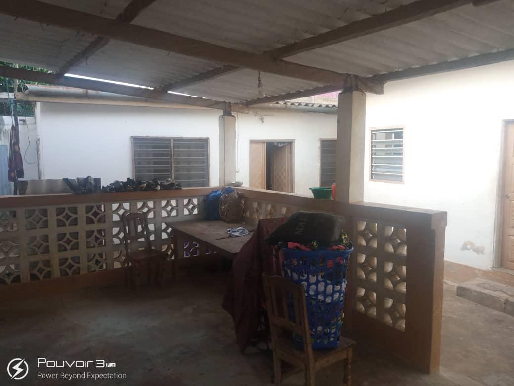 N° 4940 :                             Maison à vendre , Agoe, Lome, Togo : 18 000  000 XOF/vie