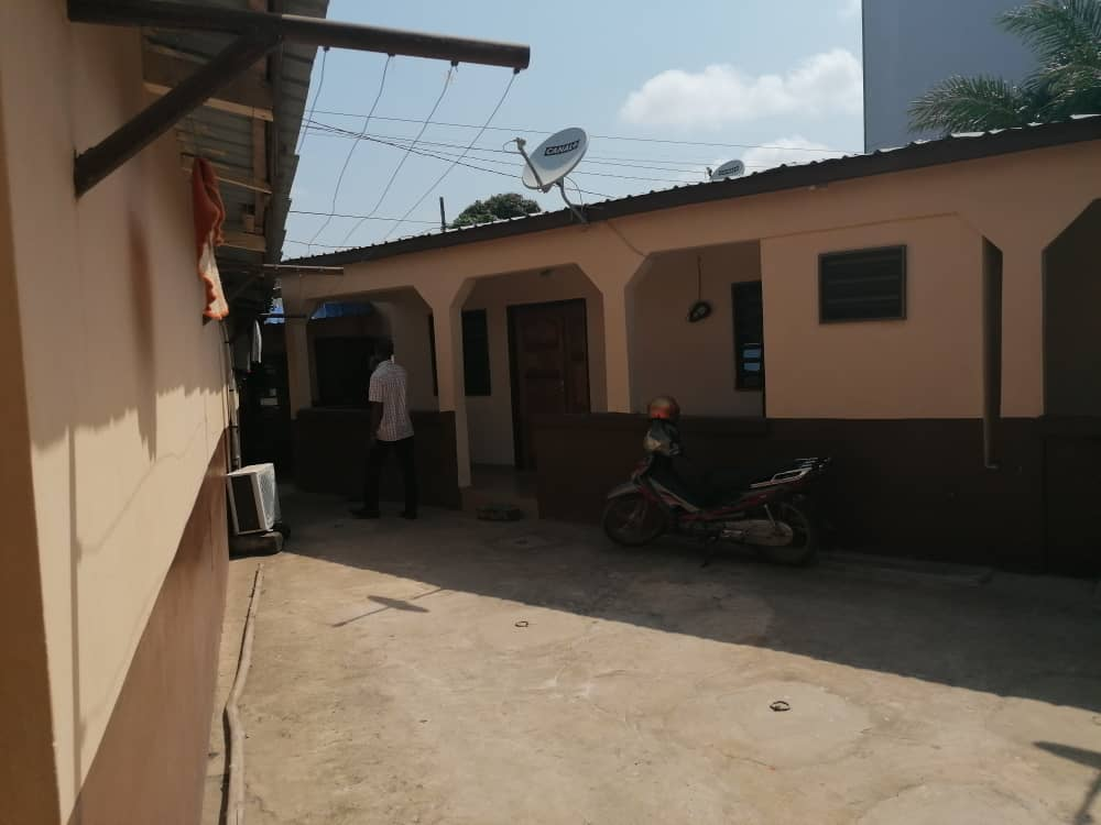 N° 4950 :                             Maison à vendre , Agbalepedo, Lome, Togo : 45 000  000 XOF/vie