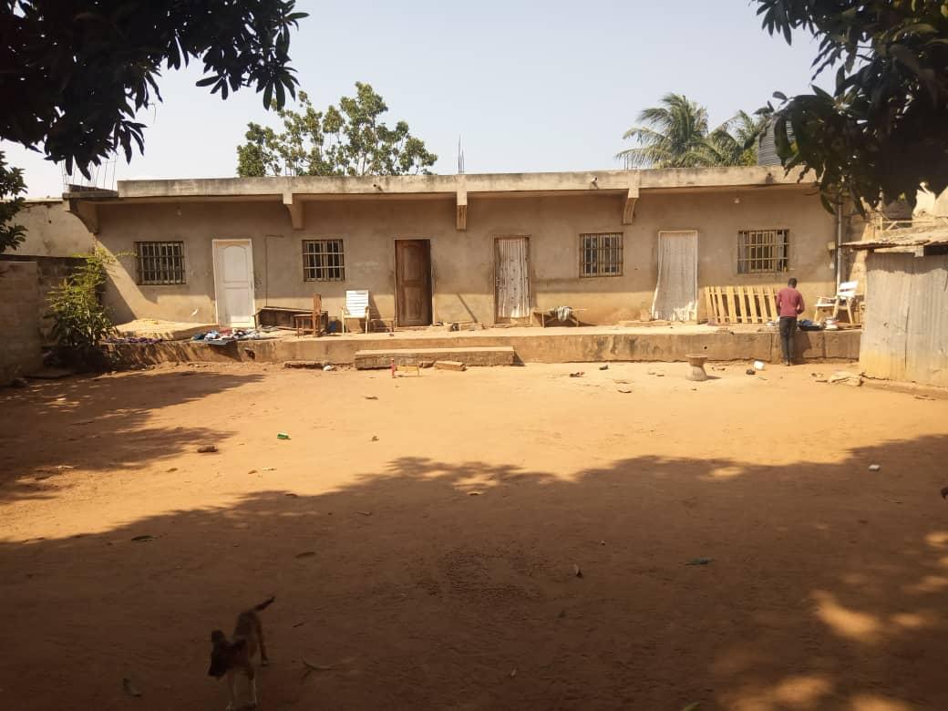 N° 4951 :                             Maison à vendre , Vakpossito, Lome, Togo : 38 000  000 XOF/vie