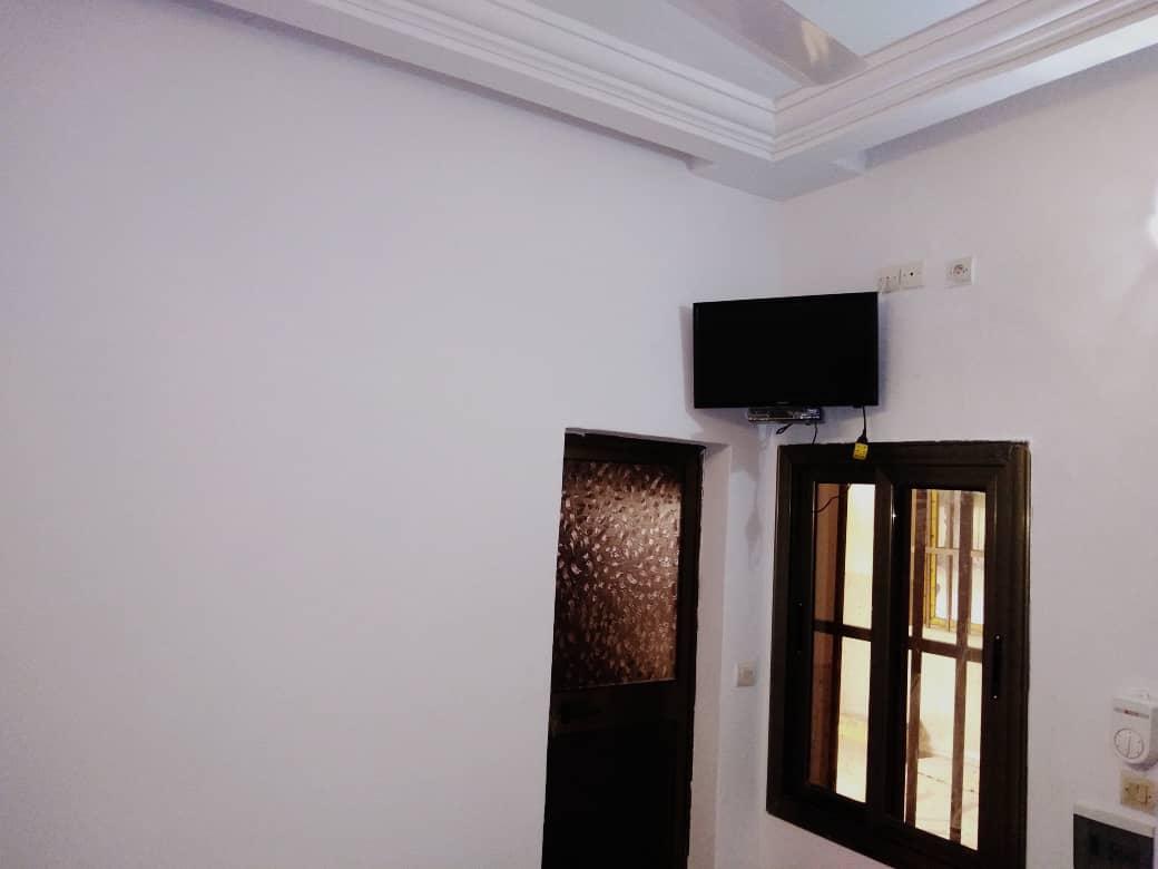 N° 4969 :                             Studio meublé à louer , Tokoin, Lome, Togo : 120 000 XOF/mois
