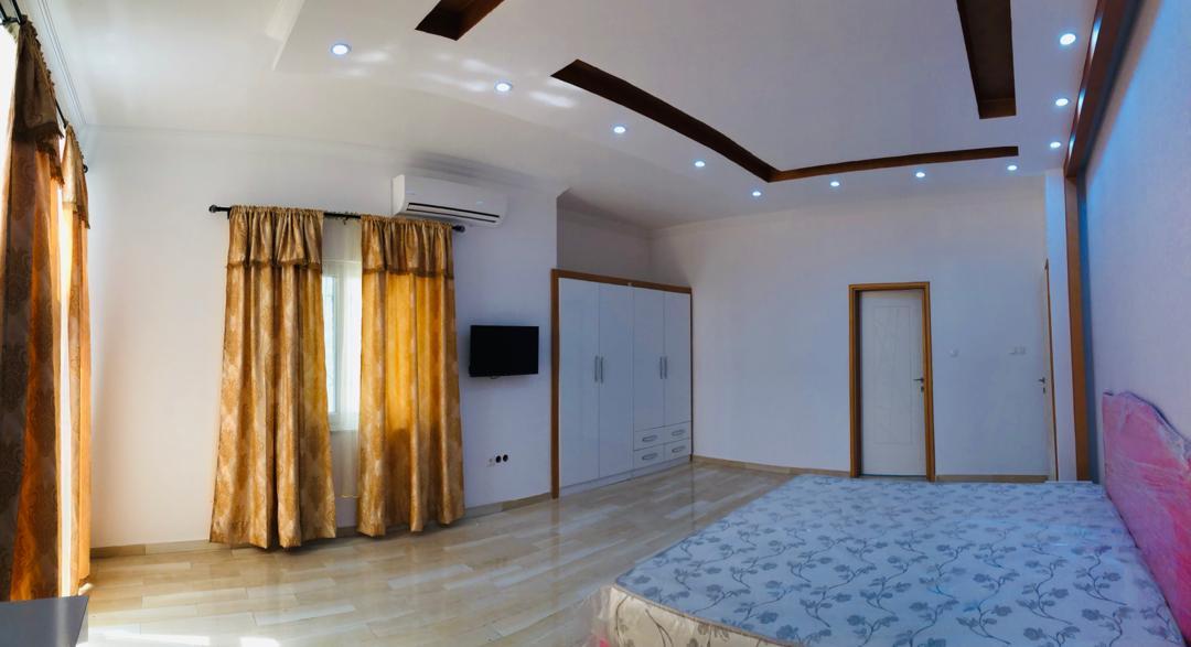 N° 5005 :                             Villa meublée à vendre , Forever , Lome, Togo : 180 000  000 XOF/vie