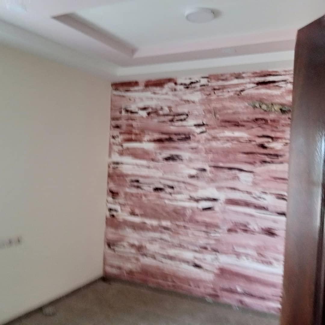 N° 5013 :                             Immeuble commercial à louer , Attiegou, Lome, Togo : 250 000 XOF/mois