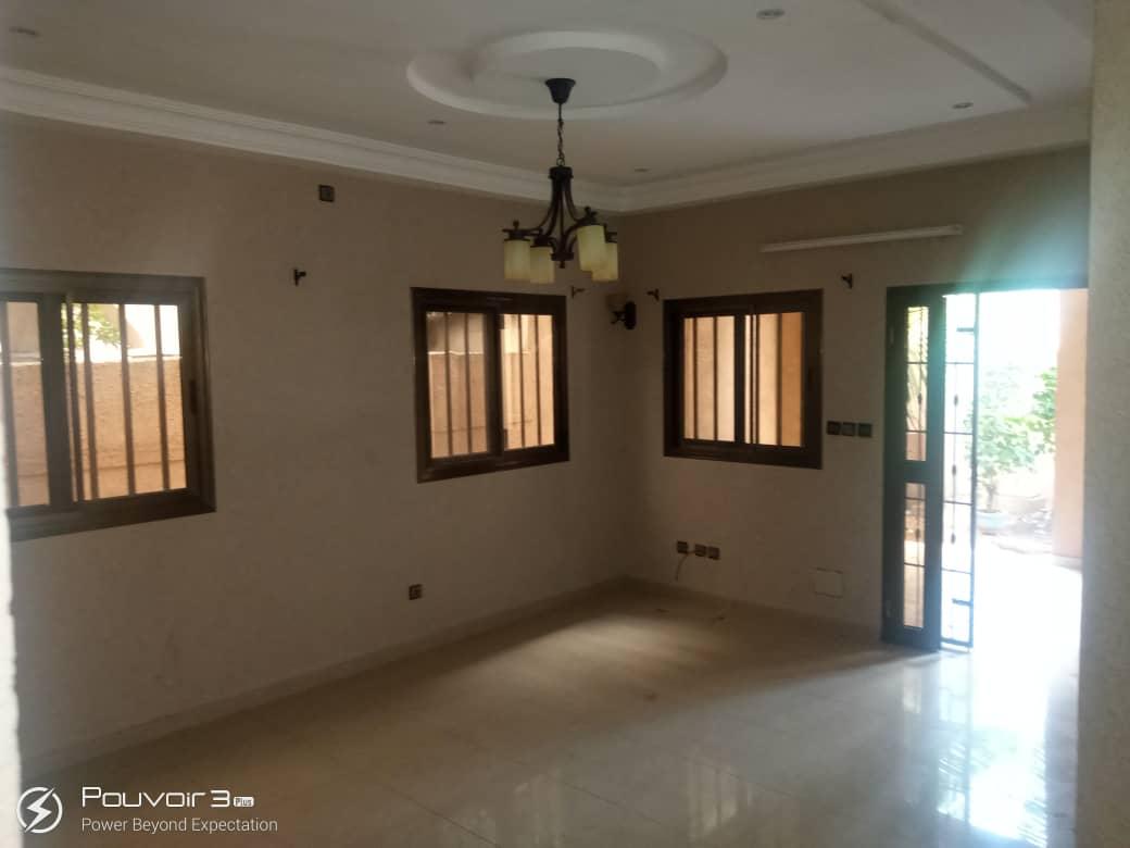 N° 5015 :                             Villa à louer , Entreprise de l'union, Lome, Togo : 200 000 XOF/mois