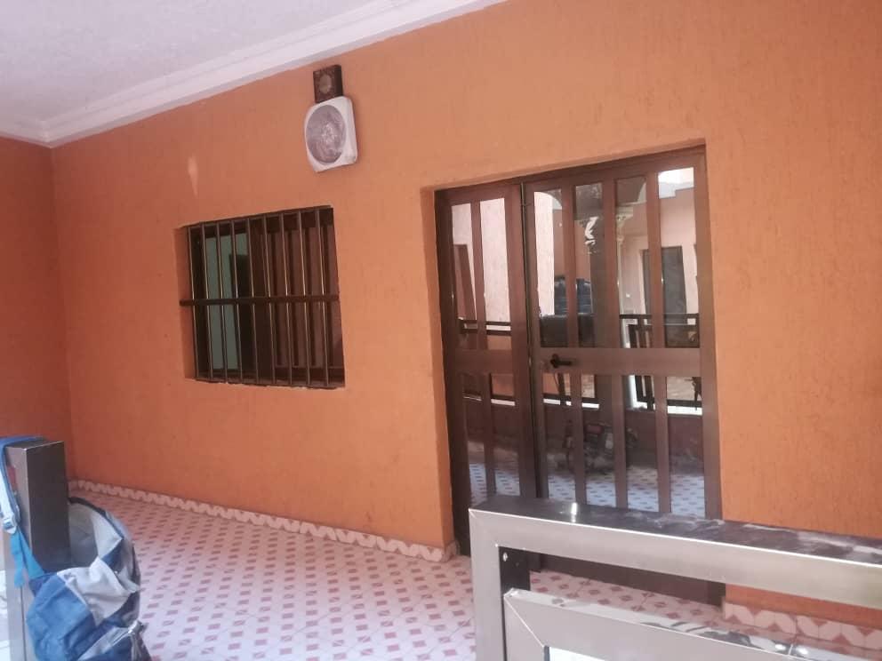 N° 5020 :                             Villa à louer , Agoe, Lome, Togo : 300 000 XOF/mois