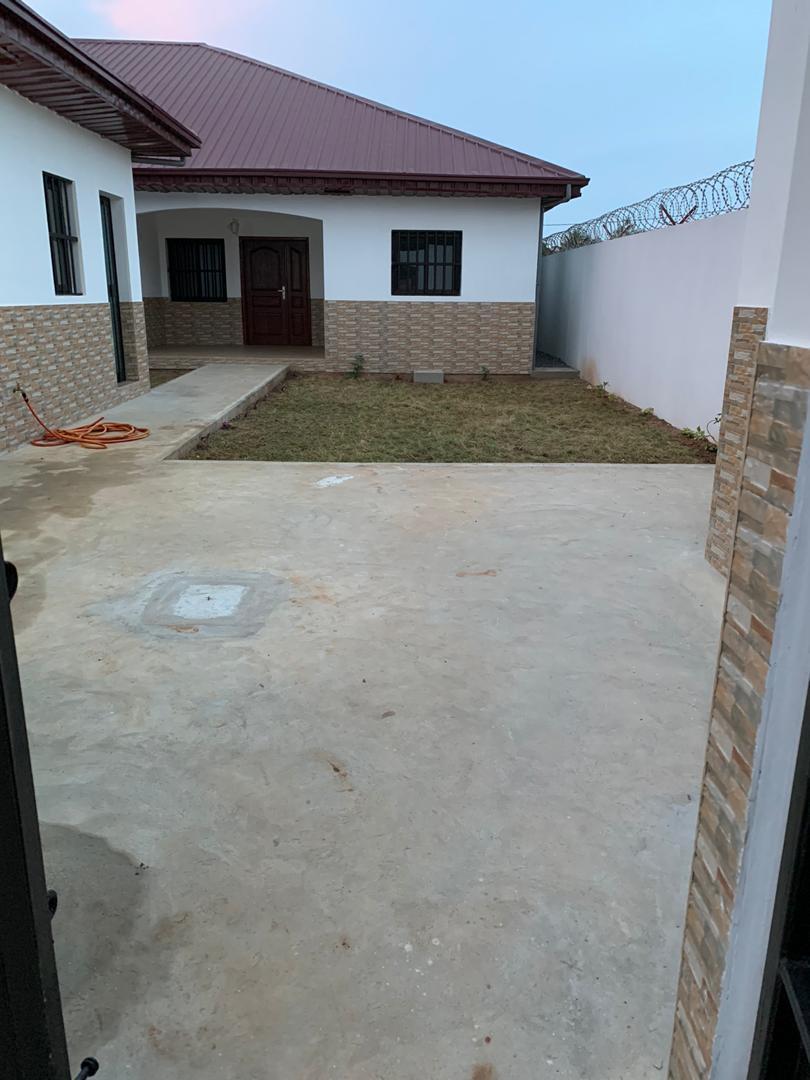 N° 5021 :                             Villa à louer , Leo2000, Lome, Togo : 300 000 XOF/mois