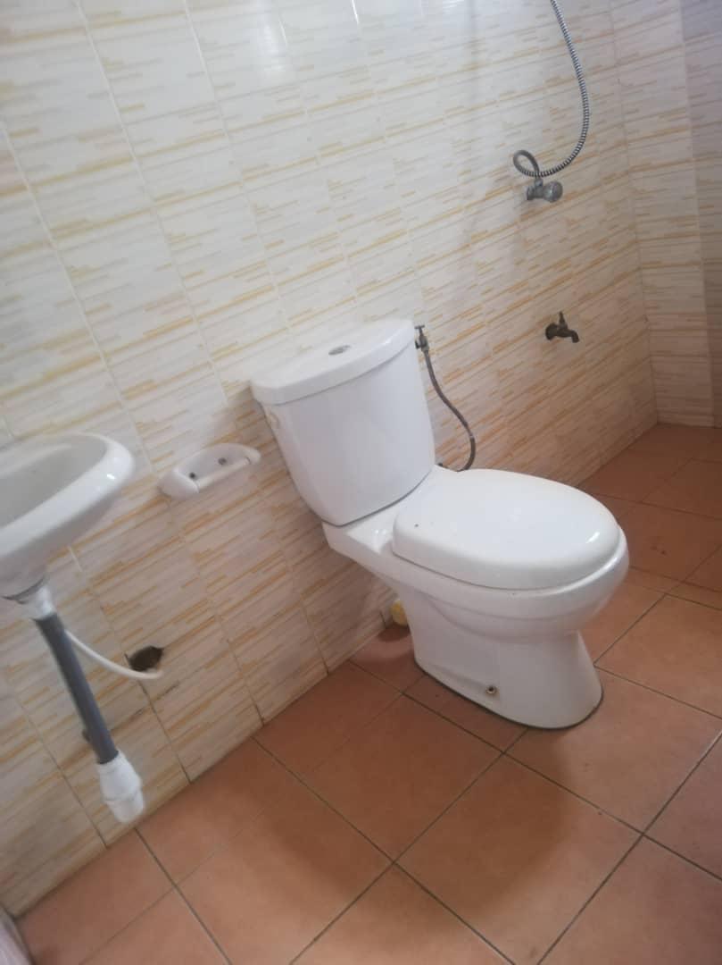 N° 5043 :                             Chambre salon à louer , Agoe, Lome, Togo : 50 000 XOF/mois