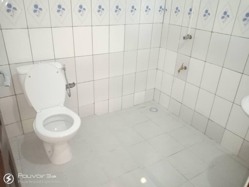 N° 5057 :                             Chambre salon à louer , Agoe, Lome, Togo : 70 000 XOF/mois