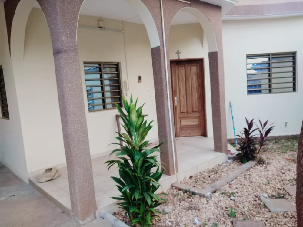 N° 5059 :                             Villa meublée à louer , Agoe, Lome, Togo : 300 000 XOF/mois