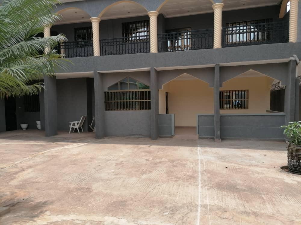 N° 5066 :                             Villa à louer ,  agoe, Lome, Togo : 200 000 XOF/mois