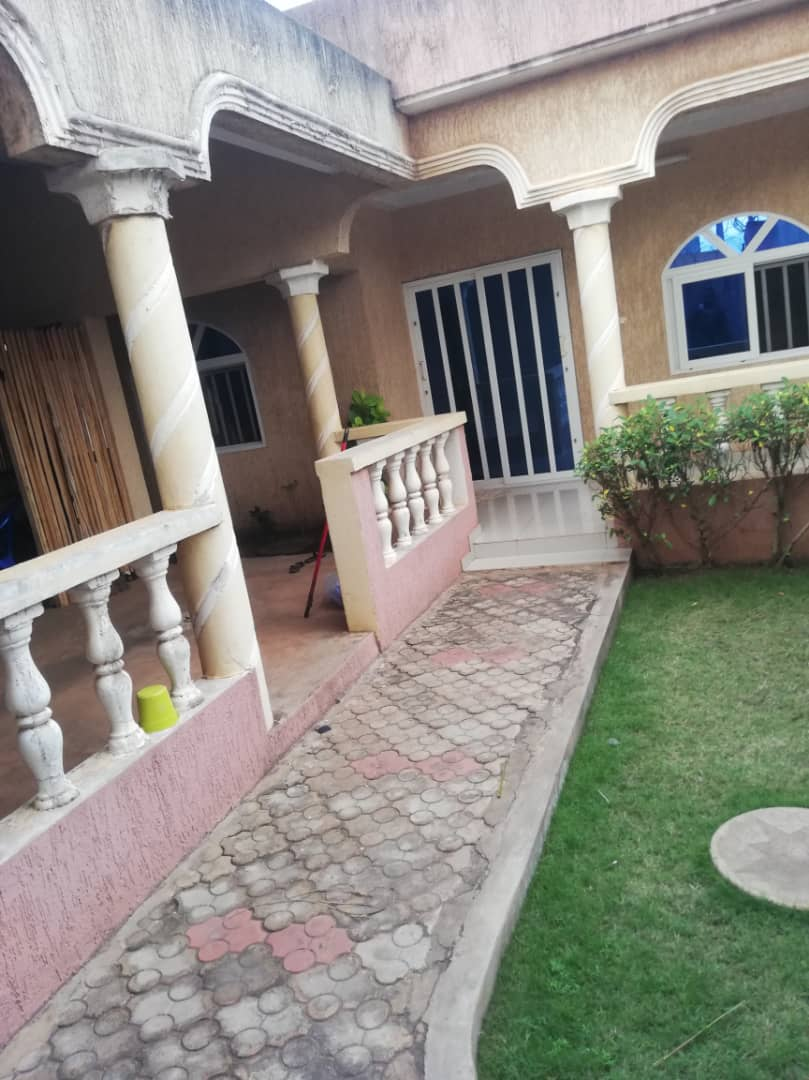 N° 5067 :                             Villa à louer , Agoe, Lome, Togo : 170 000 XOF/mois