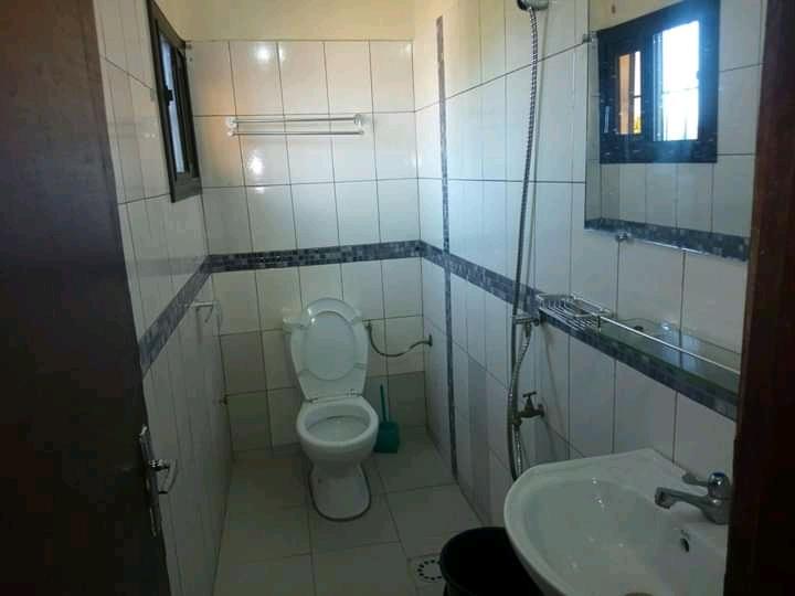N° 5077 :                             Studio meublé à louer , Be, Lome, Togo : 200 000 XOF/mois