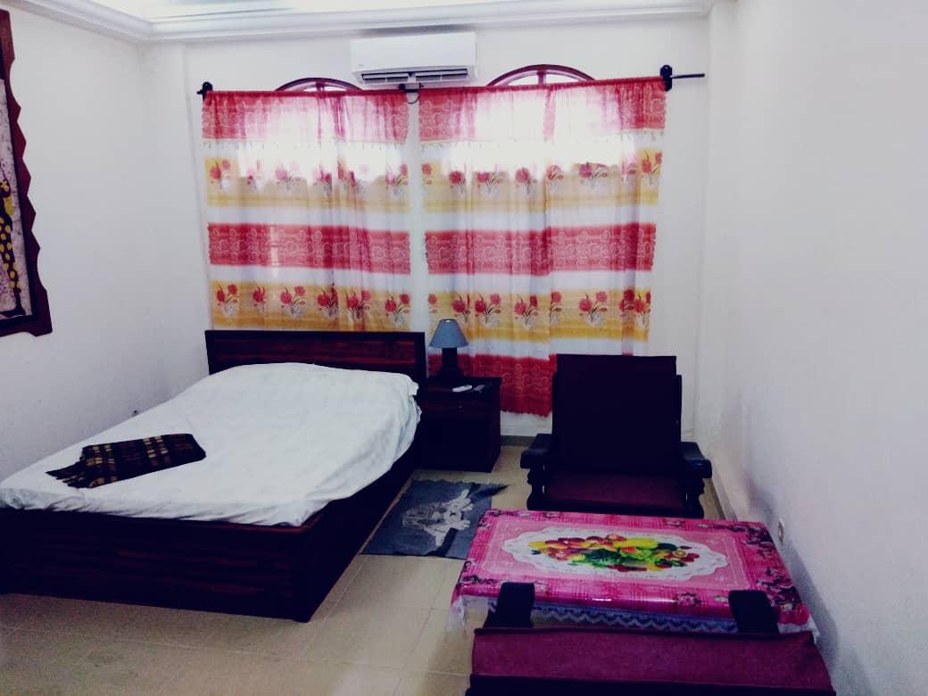 N° 5088 :                             Studio meublé à louer , Assivito , Lome, Togo : 30 000 XOF/mois