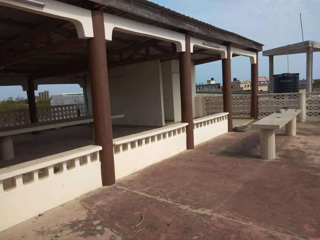 N° 5089 :                             Immeuble commercial à louer , Assivito, Lome, Togo : 1 200  000 XOF/mois