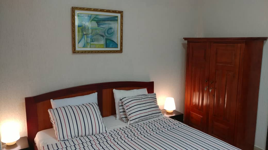 N° 5100 :                             Studio meublé à louer ,  tokoin, Lome, Togo : 300 000 XOF/mois