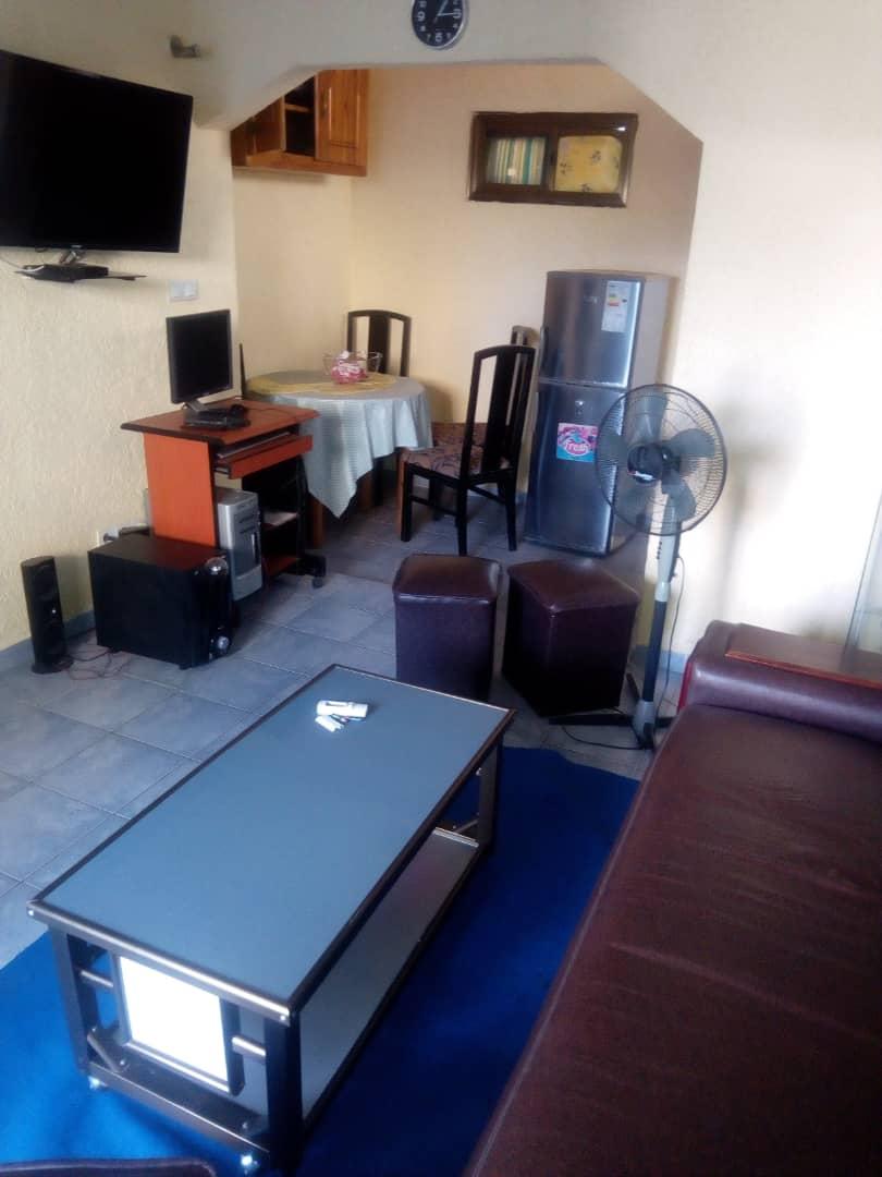 2 chambres salon à louer , Lome, be station t-oil