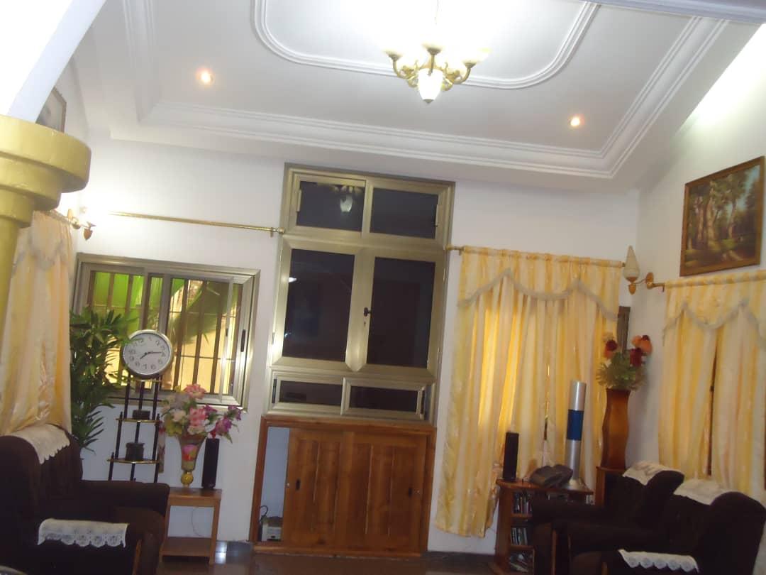 Villa à vendre , leo2000                         (A 100m du goudron)                     , Lome : 55 000  000 FCFA