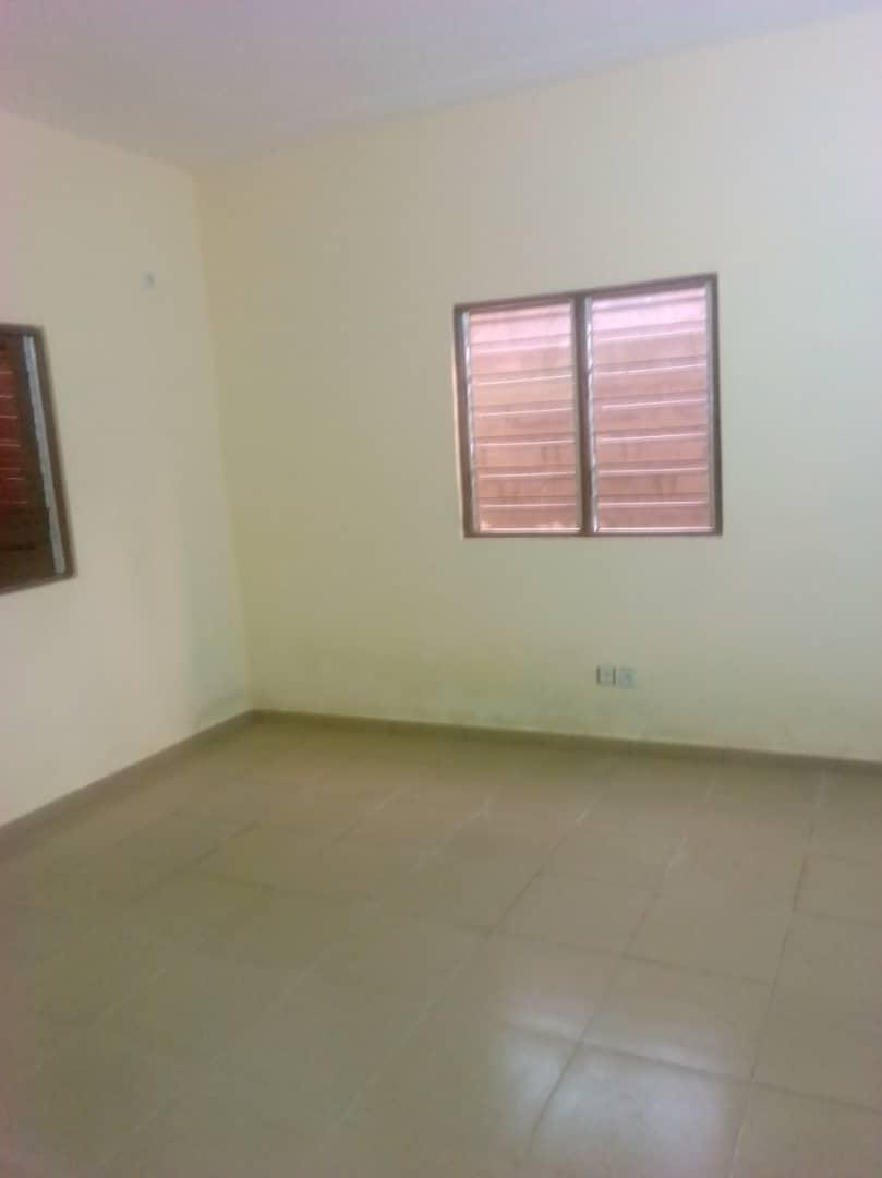 Villa à louer , agoe                         (Non loin du Camp de la Police)                     , Lome : 100 000 FCFA/mois