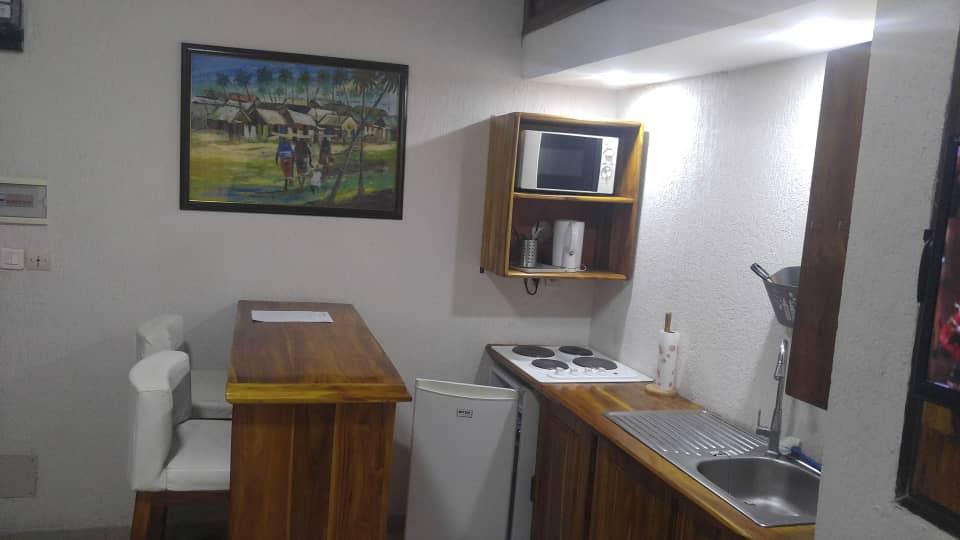 Studio meublé à louer , tokoin                         (Non loin de l'école ALPHA)                     , Lome : 250 000 FCFA/mois