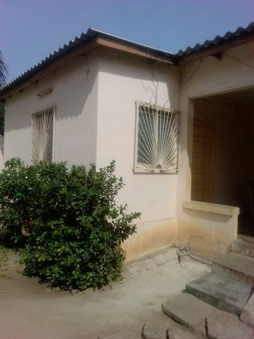 Maison à vendre , be                         (Non loin de Supermarché le Chateau)                     , Lome : 80 000  000 FCFA