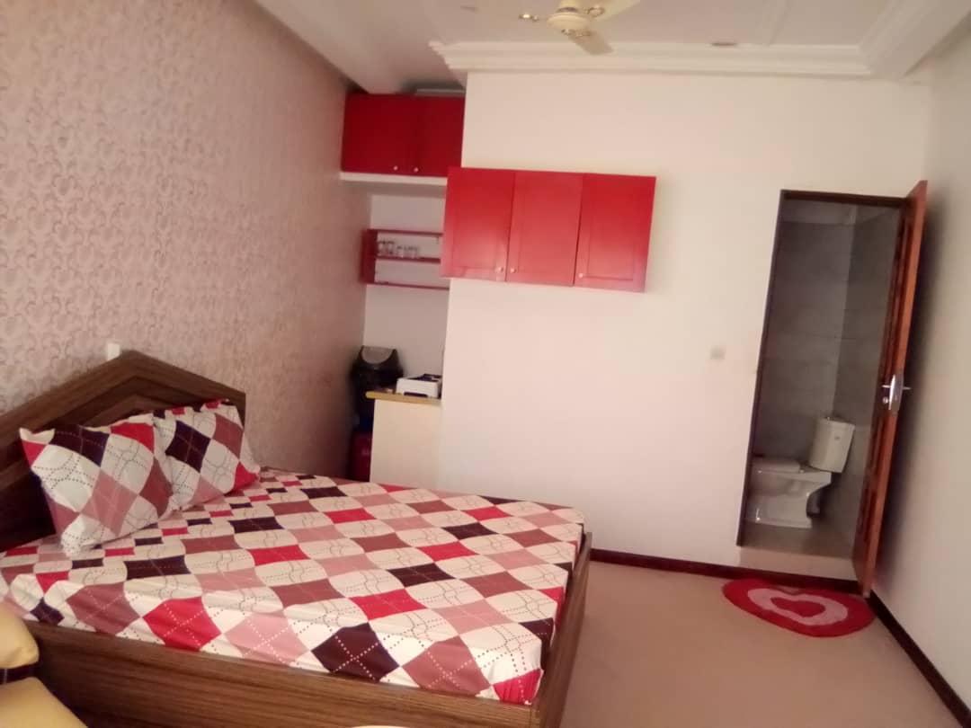 N° 5011 :                         Studio meublé à louer , Adidogome, Lome, Togo : 130 000 XOF/mois