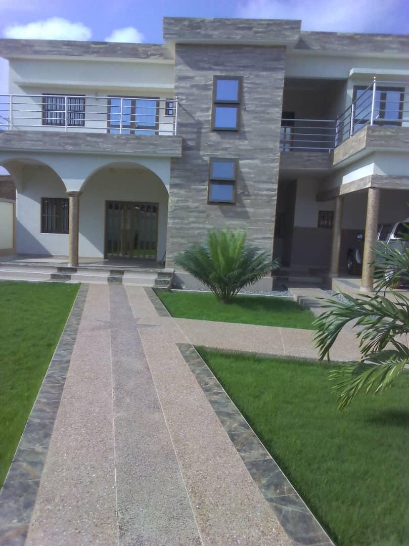 Villa à vendre , adidogome                          (Apédokoè non loin de l'Hotel Nord-Sud)                     , Lome : 170 000  000 FCFA
