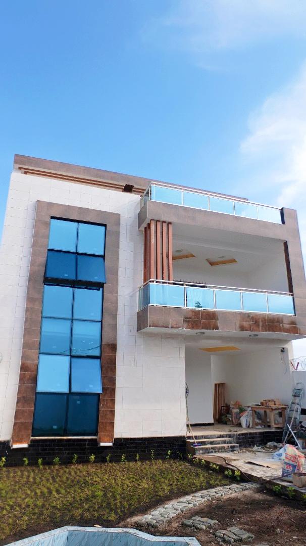 Villa à vendre , agoe                         (lycée d'Agoè a quelque mettre du goudron)                     , Lome : 120 000  000 FCFA