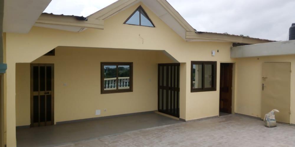 N° 5054 :                         Villa à louer , Sito aeroport  , Lome, Togo : 300 000 XOF/mois
