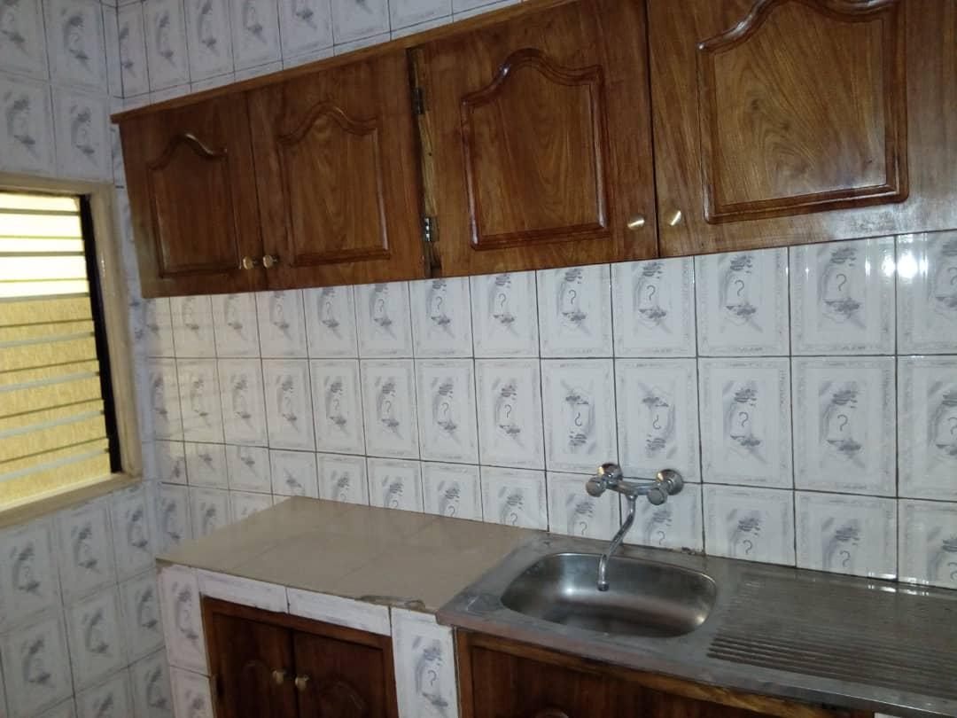 Chambre salon à louer , adidogome                         (IPG non loin des rails)                     , Lome : 37 000 FCFA/mois
