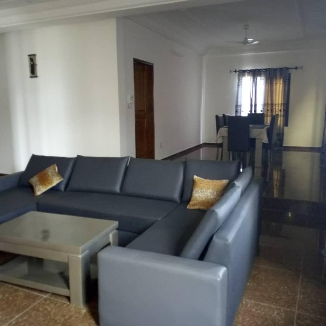 N° 4311 :                             Villa meublée à louer , Adidogome, Lome, Togo : 500 000 XOF/mois
